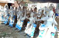 मुर्तिकारहरुले सरस्वती मुर्तिको अन्तिम रुप दिनमा व्यस्त